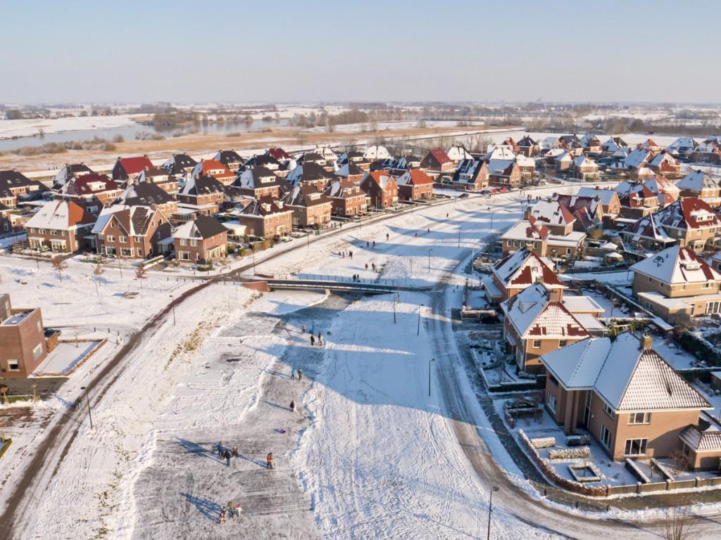 Woonwijk Het Onderdijks te Kampen in de sneeuw